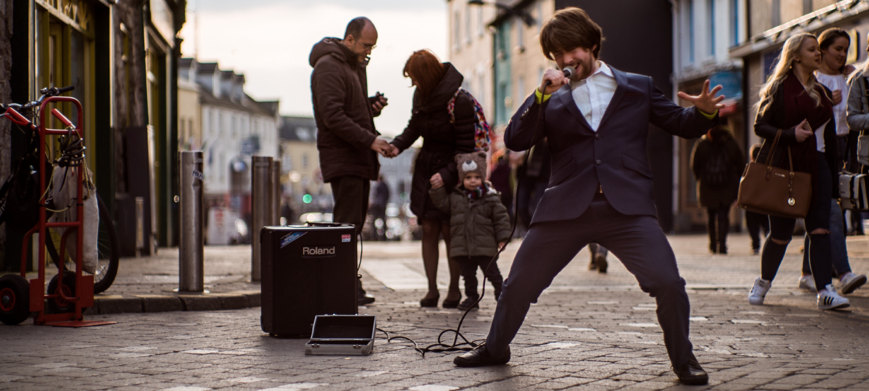 kelan-chad-musicien-rue-booking